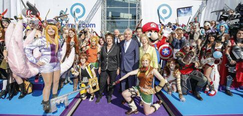 COLOGNE, GERMANY - AUGUST 05: Brigitte Zypries, Juergen Roters and Angelica Schwall-Dueren during the opening of the Gamescom 2015 gaming trade fair on August 5, 2015 in Cologne, Germany. Gamescom is the world's largest digital gaming trade fair and will be open to the public from August 6-9. (Photo by Franziska Krug/Getty Images)